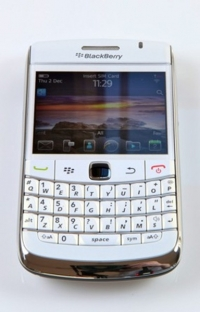 BlackBerry-Bold-9780-cell-phone